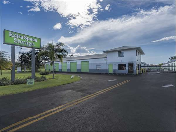 Image of Extra Space Storage Facility on 16590 San Carlos Blvd in Fort Myers, FL
