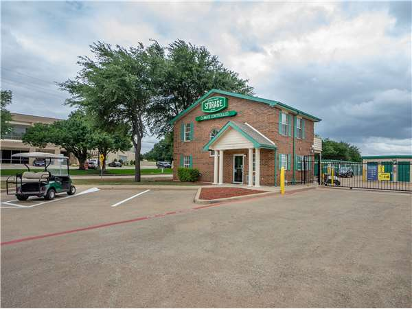 Image of Extra Space Storage Facility on 3308 Waypoint Dr in Carrollton, TX