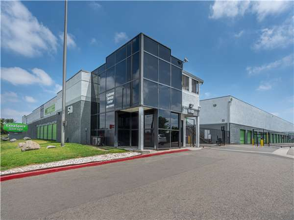 Image of Extra Space Storage Facility on 511 S Grand Ave in Santa Ana, CA