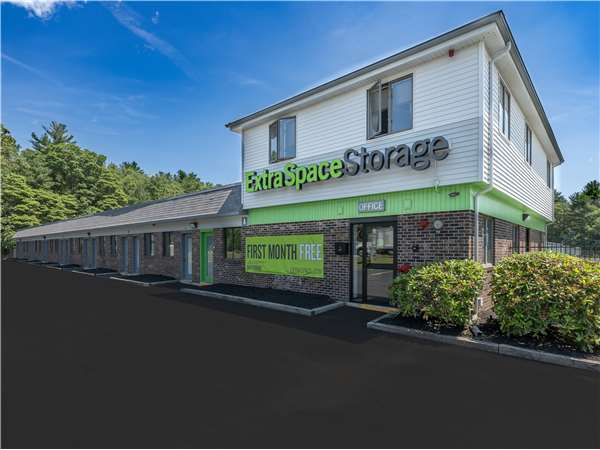 Image of Extra Space Storage Facility on 594 Turnpike St in South Easton, MA