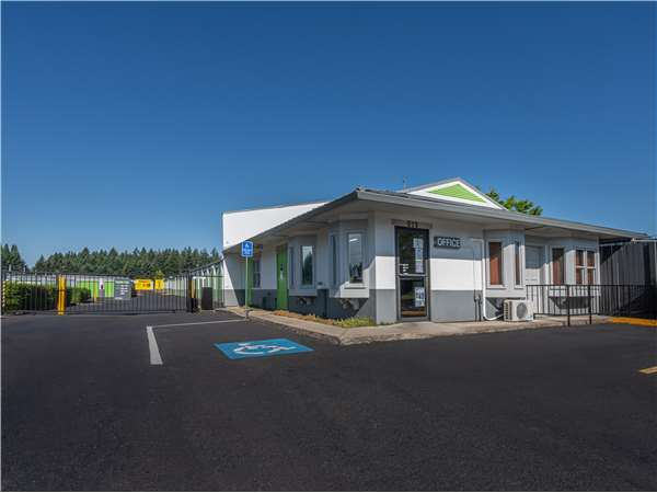 Image of Extra Space Storage Facility on 575 NW 185th Ave in Beaverton, OR