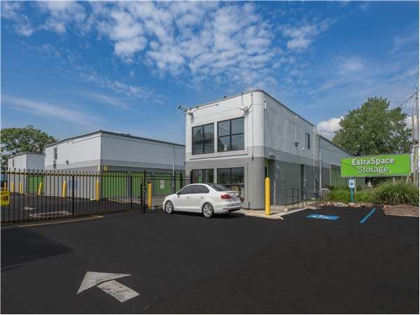 Image of Extra Space Storage Facility on 101 Paterson Plank Rd in Secaucus, NJ