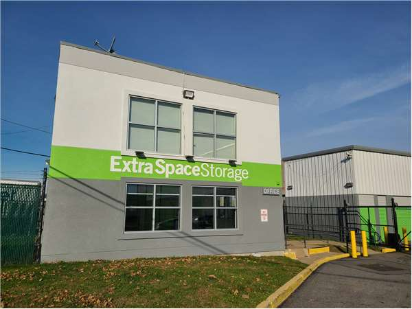 Image of Extra Space Storage Facility on 37 Oakwood Ave in Orange, NJ