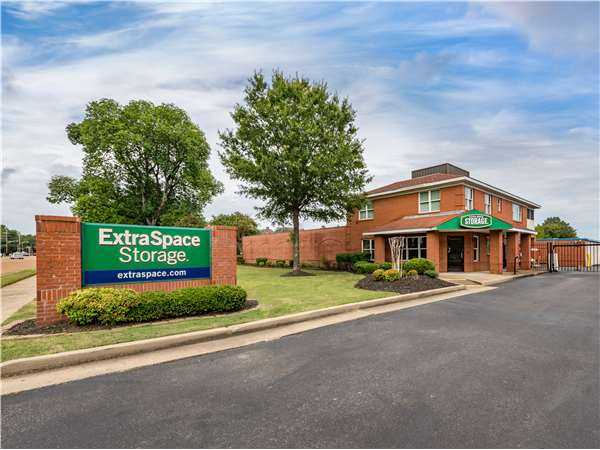 Image of Extra Space Storage Facility on 2010 W Poplar Ave in Collierville, TN