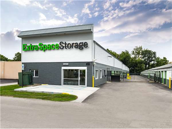Image of Extra Space Storage Facility on 6231 Crawfordsville Rd in Indianapolis, IN