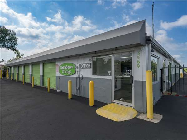 Image of Extra Space Storage Facility on 3569 E Main St in Columbus, OH