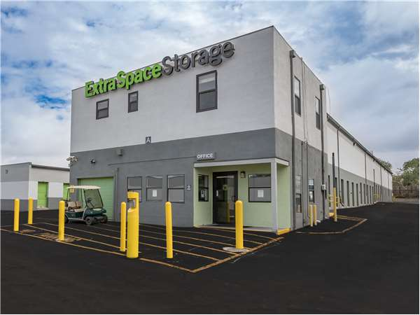 Image of Extra Space Storage Facility on 875 W San Mateo Rd in Santa Fe, NM
