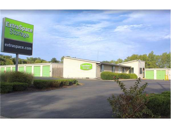 Image of Extra Space Storage Facility on 900 Urlin Ave in Columbus, OH