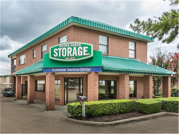 Image of Extra Space Storage Facility on 16280 Addison Rd in Addison, TX