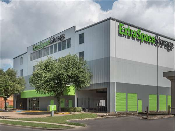 Image of Extra Space Storage Facility on 2222 Southwest Fwy in Houston, TX