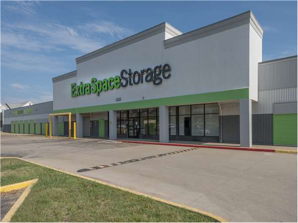 Image of Extra Space Storage Facility on 5010 East 21st St N in Wichita, KS