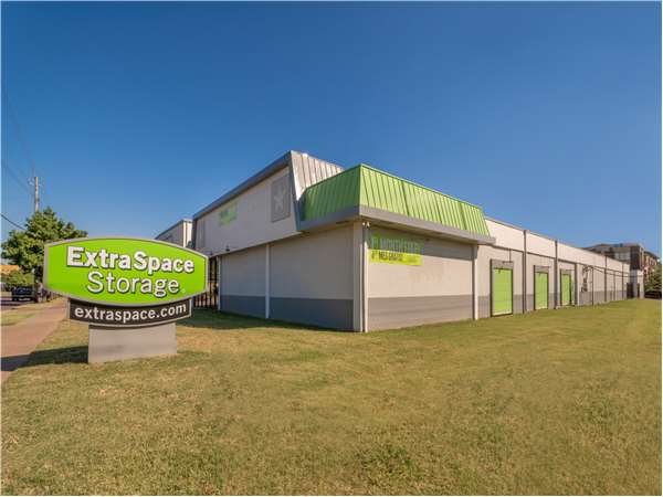 Image of Extra Space Storage Facility on 5431 Lemmon Ave in Dallas, TX