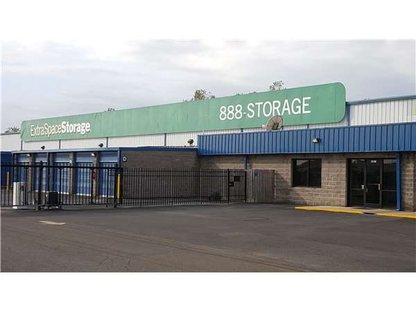 Image of Extra Space Storage Facility on 4961 Covington Way in Memphis, TN