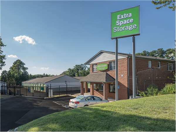 Image of Extra Space Storage Facility on 3600 West End Dr in Richmond, VA