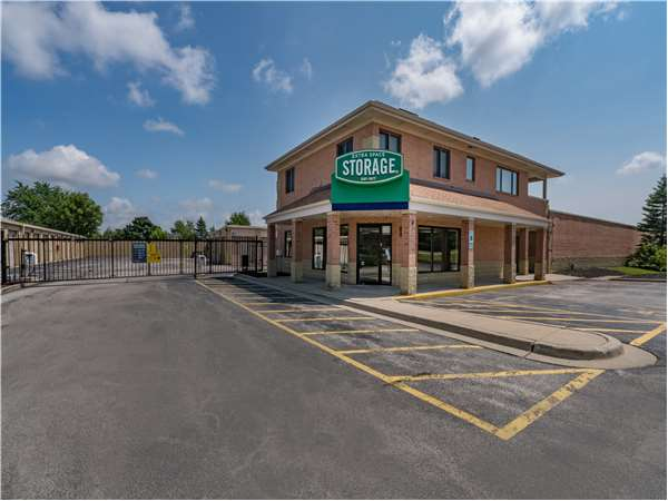 Image of Extra Space Storage Facility on 155 Butterfield Rd in Vernon Hills, IL