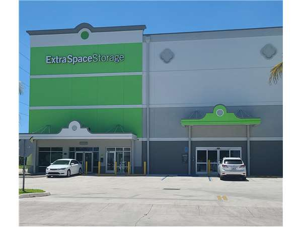 Image of Extra Space Storage Facility on 430 N Dixie Hwy in Hollywood, FL