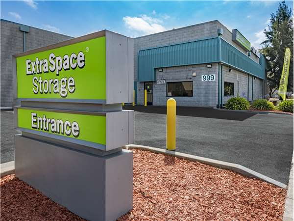 Image of Extra Space Storage Facility on 999 E Bayshore Rd in Palo Alto, CA