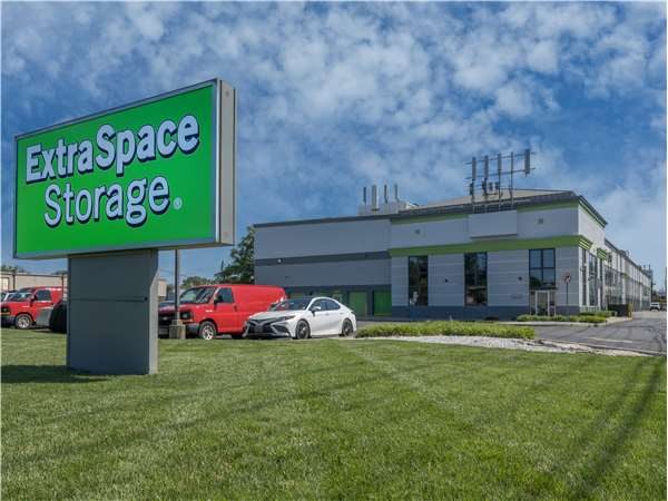 Image of Extra Space Storage Facility on 74 State Rt 17 in Hasbrouck Heights, NJ