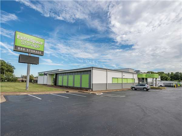 Image of Extra Space Storage Facility on 4805 Summer Ave in Memphis, TN