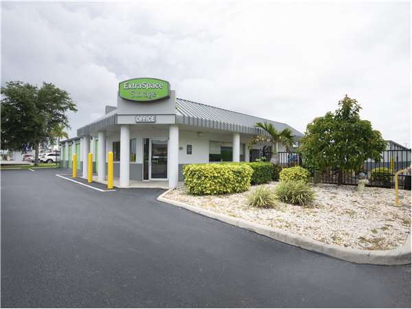 Image of Extra Space Storage Facility on 4173 Clark Rd in Sarasota, FL