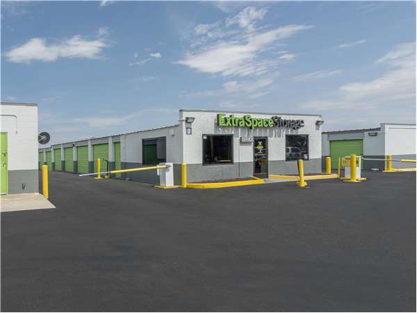 Image of Extra Space Storage Facility on 141 Airport Dr NW in Albuquerque, NM