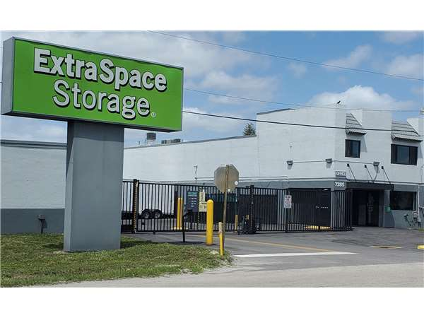 Image of Extra Space Storage Facility on 7285 Southern Blvd in West Palm Beach, FL
