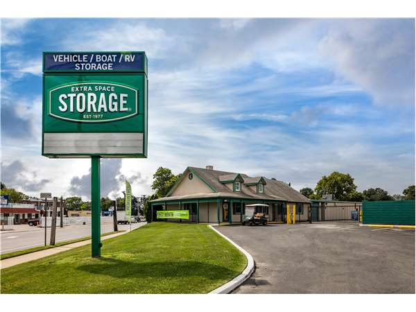 Image of Extra Space Storage Facility on 6204 Oxford Ave in Philadelphia, PA