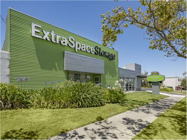 Image of Extra Space Storage Facility on 4031 Lakeside Dr in Richmond, CA