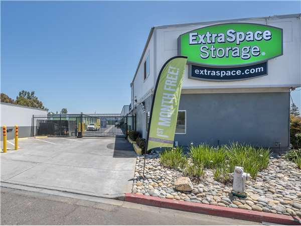Image of Extra Space Storage Facility on 210 Fallon St in Oakland, CA