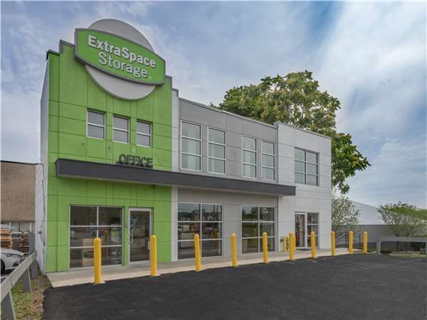 Image of Extra Space Storage Facility on 361 W Rte 59 in Nanuet, NY