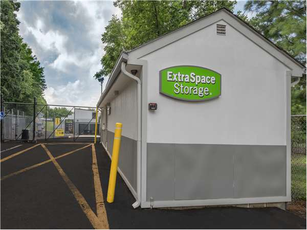 Image of Extra Space Storage Facility on 725 U.S. 1 in Iselin, NJ