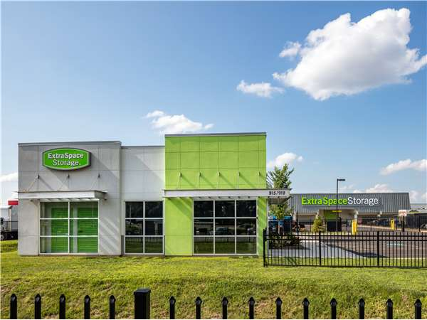 Image of Extra Space Storage Facility on 915 Lincoln Hwy in Morrisville, PA