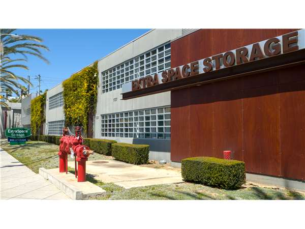 Image of Extra Space Storage Facility on 1707 Cloverfield Blvd in Santa Monica, CA