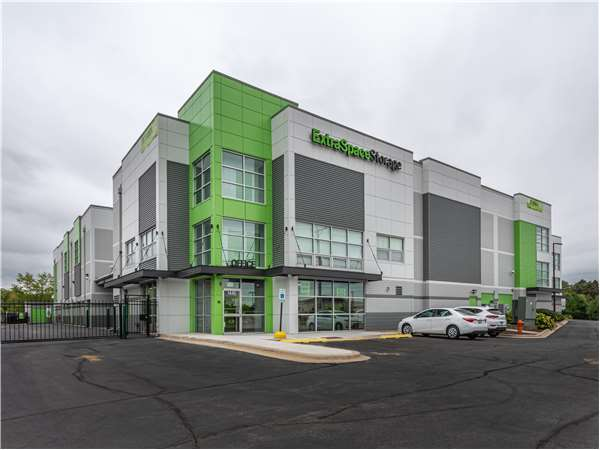 Image of Extra Space Storage Facility on 1432 W Ogden Ave in Naperville, IL