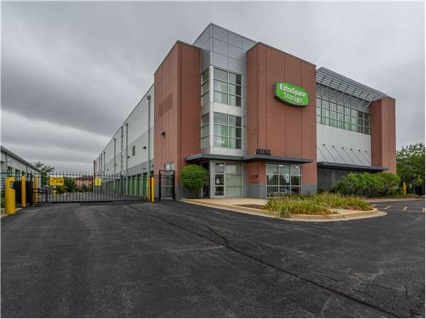Image of Extra Space Storage Facility on 8251 W 159th St in Tinley Park, IL