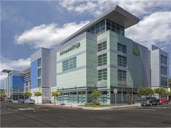 Image of Extra Space Storage Facility on 3406 Hollis St in Emeryville, CA