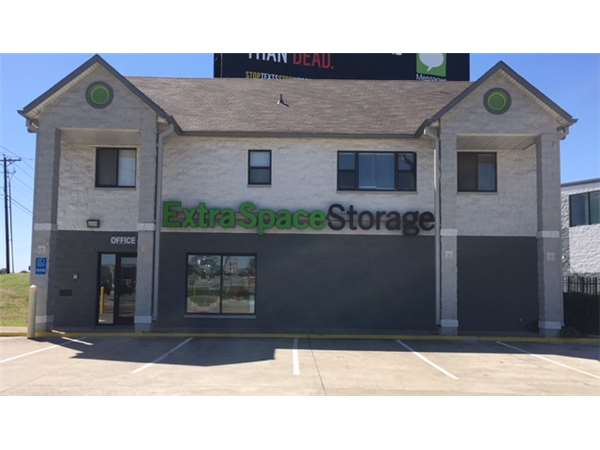 Image of Extra Space Storage Facility on 2255 N State Highway 360 in Grand Prairie, TX