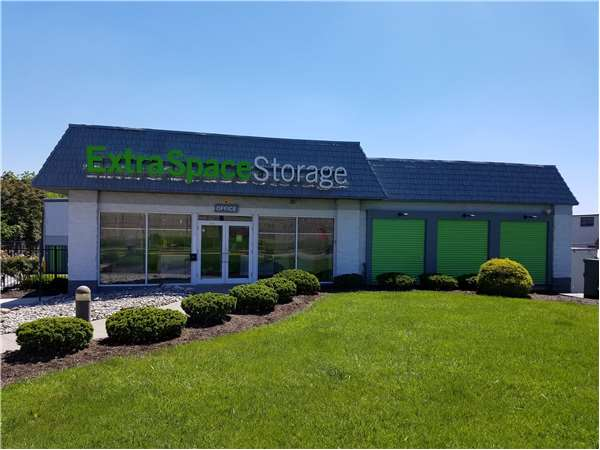 Image of Extra Space Storage Facility on 1420 Rahway Ave in Avenel, NJ
