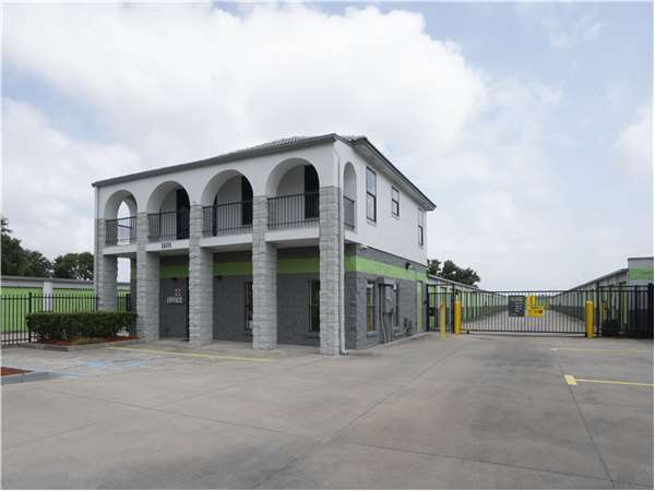 Image of Extra Space Storage Facility on 1101 Marshall Farms Rd in Ocoee, FL