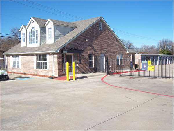 Image of Extra Space Storage Facility on 3101 W Spring Creek Pkwy in Plano, TX