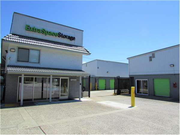 Image of Extra Space Storage Facility on 3601 Junipero Serra Blvd in Daly City, CA
