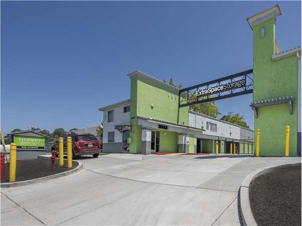 Image of Extra Space Storage Facility on 24700 Mission Blvd in Hayward, CA
