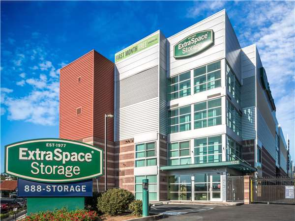 Image of Extra Space Storage Facility on 1539 E Main St in EL Cajon, CA