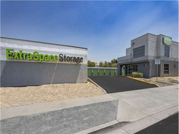 Image of Extra Space Storage Facility on 1599 Solano Way in Concord, CA