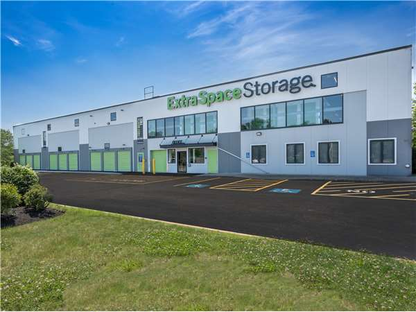 Image of Extra Space Storage Facility on 230 Oak St in Brockton, MA