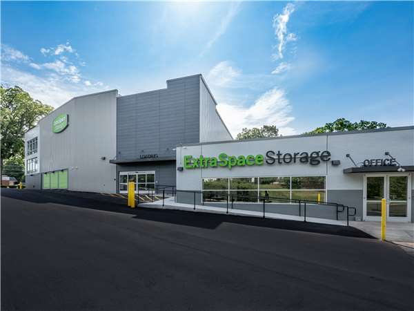 Image of Extra Space Storage Facility on 1350 N Wendover Road in Charlotte, NC