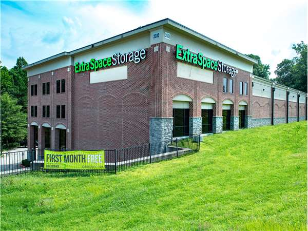 Image of Extra Space Storage Facility on 2035 Powers Ferry Rd in Marietta, GA