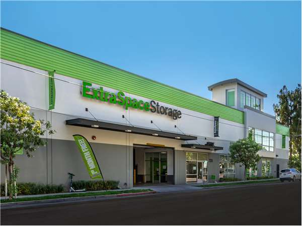 Image of Extra Space Storage Facility on 720 N 10th St in San Jose, CA