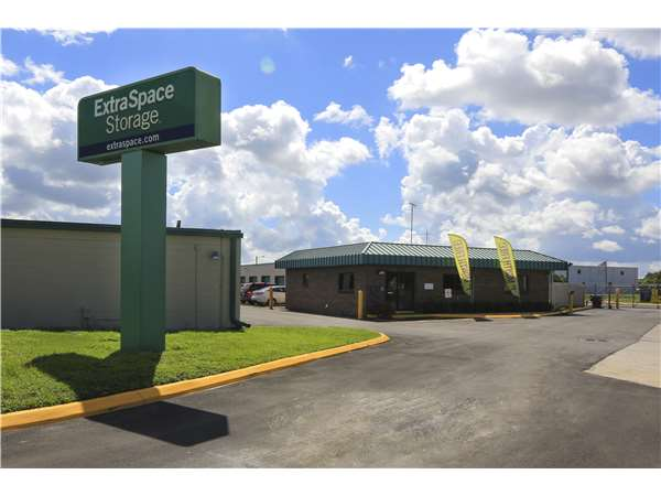 Image of Extra Space Storage Facility on 8119 Anderson Rd in Tampa, FL