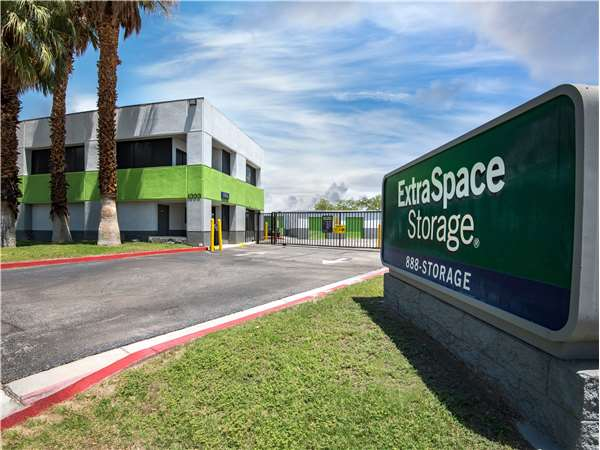 Image of Extra Space Storage Facility on 1000 N Farrell Dr in Palm Springs, CA